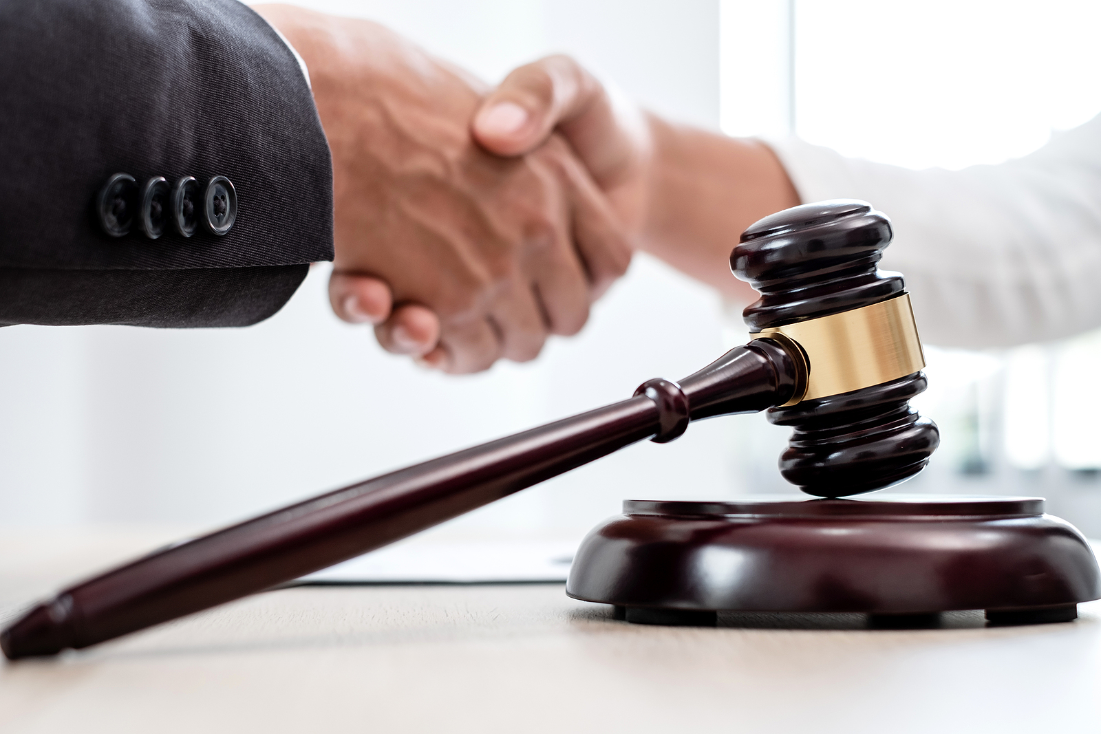 Settlement vs. Verdict? 5 Important Factors to Consider for a Personal Injury Case